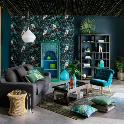Oceanside walls mixed with tropical patterned wallpaper