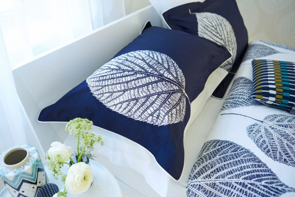 Naval colored pillows