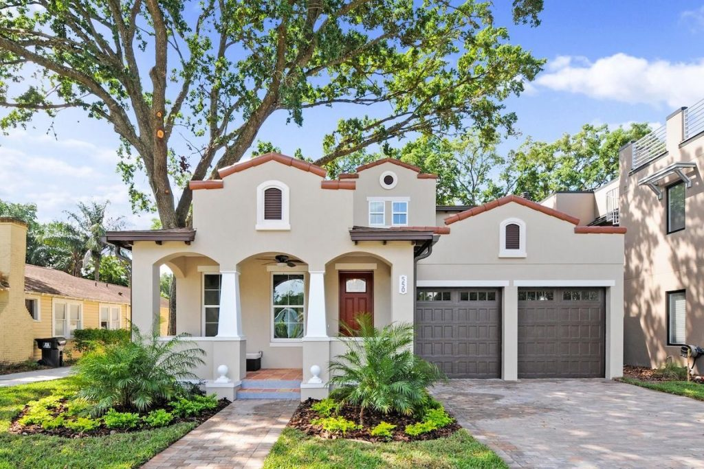 An exteiror of a home with fresh paint and great curb appeal.